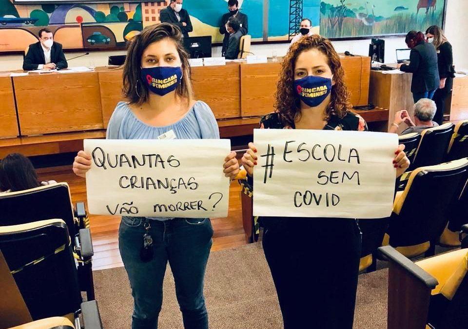 Bancada feminista entrega abaixo-assinado à Câmara de São Paulo contra a volta às aulas